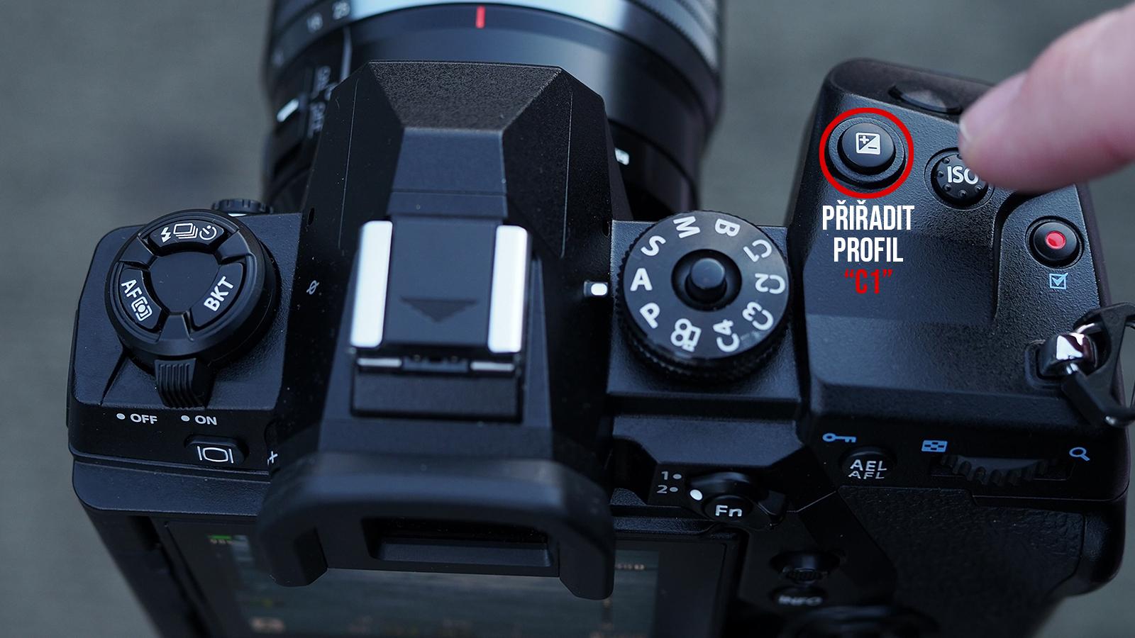 """Jedním stisknutím se foťák přepne do režimu """"HiRes z ruky"""", druhým do standardního režimu"""